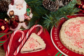 Peppermint Bark Cookie Pie